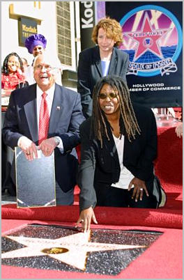 Whoopi reciving her star in The Walk of Fame. SWP